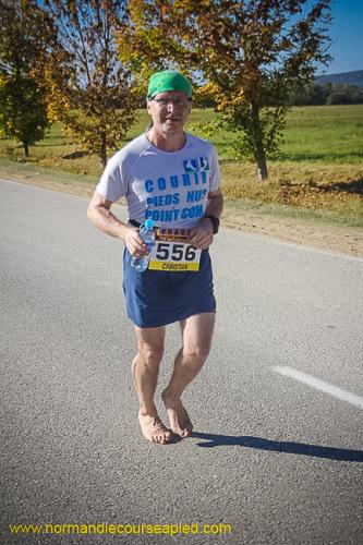 Marathon Seine-Eure 2014, 5ième marathon pieds nus de Christian Harberts - 03:56:17