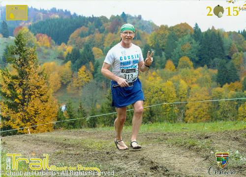 """11 octobre 2015, Onnion - Trail du Massif des Brasses - Christian Harberts, des membres de la BRS France et l'équipe de 5doigts.fr, boutique de chaussure minimaliste, ont participé à la troisième édition de cette course unique en France avec son podium """"barefooteur"""" !"""