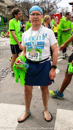 Christian Harberts, Marathon de Paris  2016 pieds nus - enfin, semi en huaraches, et sans la banane, ni la patate...